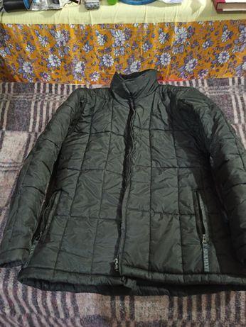 Черная теплая куртка стеганая