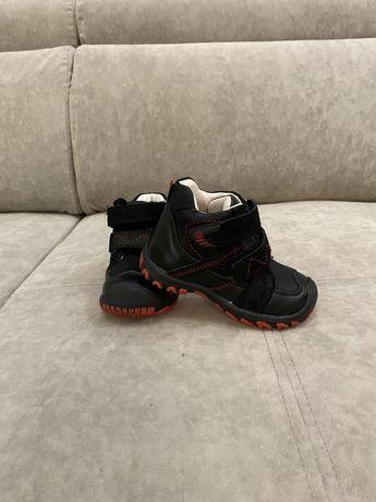 Демисезонные ботинки 22размер