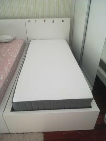 Vendo 2 camas individuais como novas