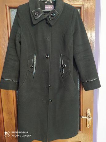 Продам б/в пальто.