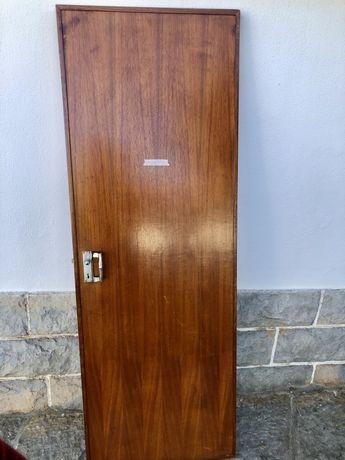 Porta em madeira 70x200cm Direita