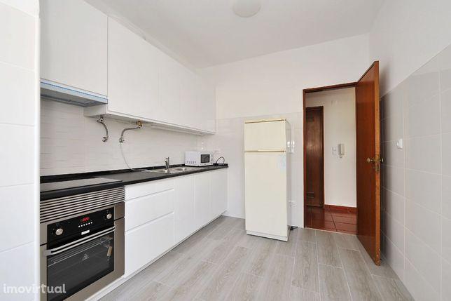 Apartamento T2, 3 assoalhadas Damaia de Baixo, Águas Livres