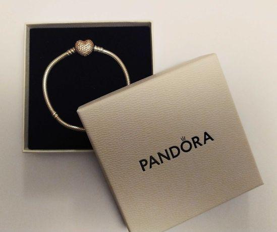 Bransoletka Pandora Moments o zapięciu w kształcie serca , 17 cm