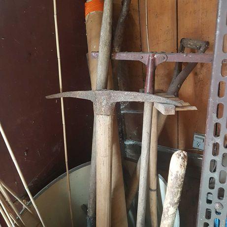 Stare narzędzia ogrodowe