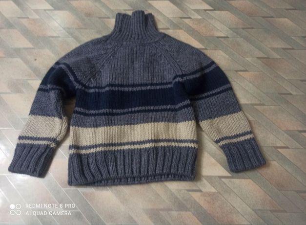 Продам свитер вязаный