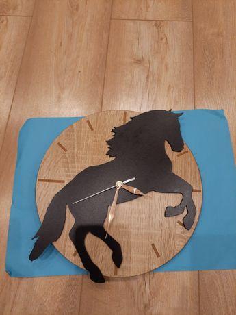 Zegar ścienny z koniem