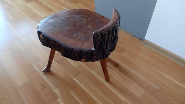 Stolik- Stołek z drewna.