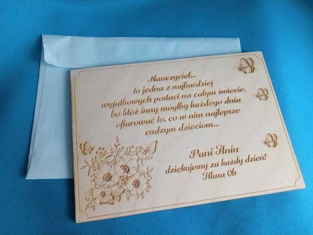 Pocztówka drewniana grawerowana oryginalna Twoj tekst/życzenia