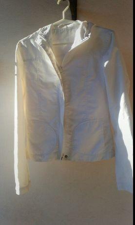 Biała kurtka sportowa z kapturem rozmiar 36
