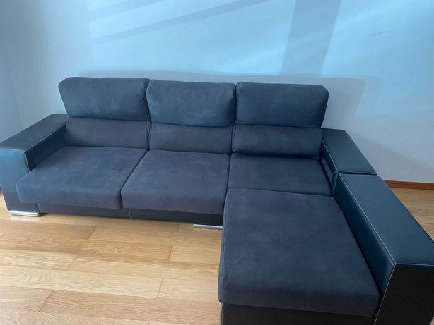 Sofá com chaise longue com quatro bancos