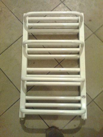 Grzejnik łazienkowy typu drabinka 63,5 x 38 biały