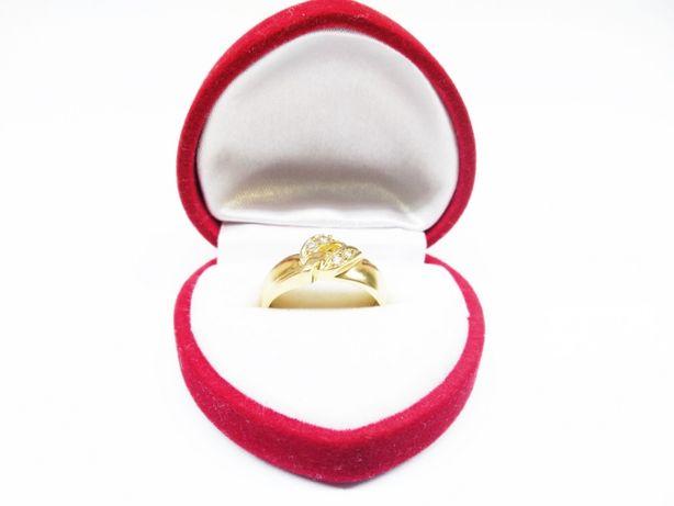 Złoty pierścionek z czterema cyrkoniami p.585 2,80g