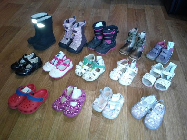 Продам обувь для девочки. Сапоги, тапочки, туфли, сандалии.
