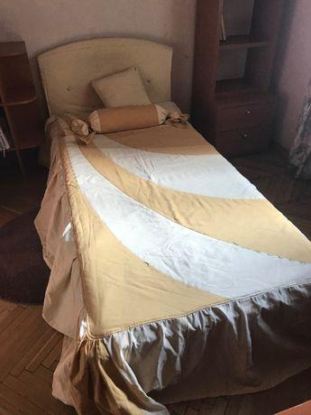 Продам срочно кровать, стол, декор в комнату. ТОРГ!!