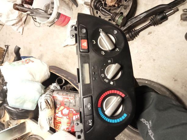 Toyota RAV4 II panel klimatyzacji
