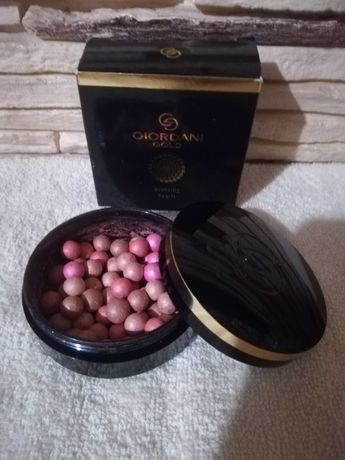 Puder w perełkach Sublime Radiance Giordani Gold - Oriflame