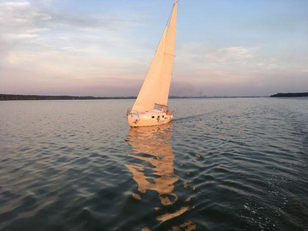 Парусная яхта фолькбот