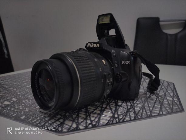 Nikon D3000 + obiektyw Nikkor 18-55mm
