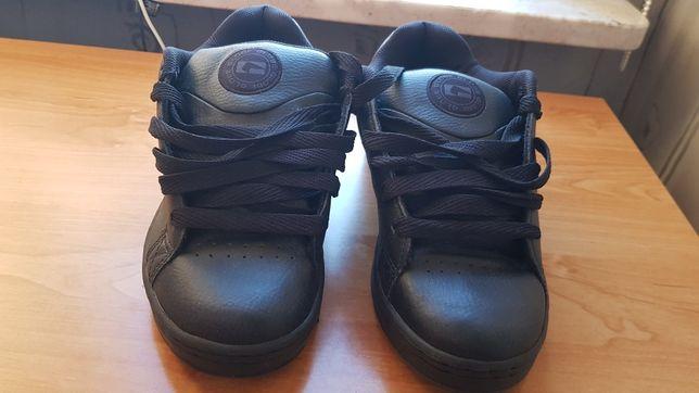 Nowe buty Globe rozmiar EUR 42, USA 8.5,UK 7.5, 26.5 CM czarne