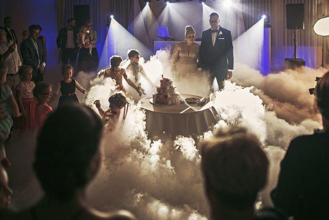 Taniec w chmurach/ ciężki dym wesele/ atrakcje/ napis LOVE PROMOCJA!