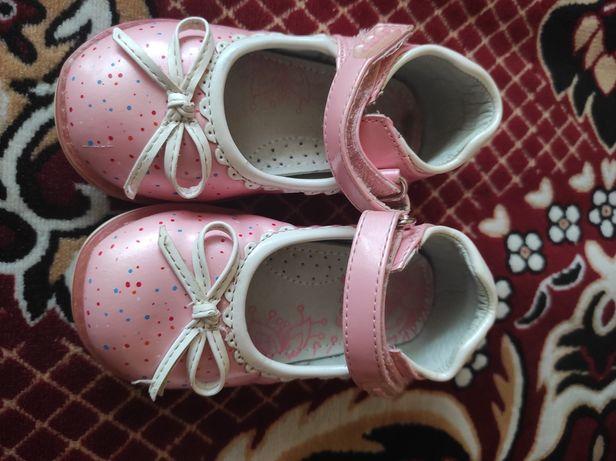 Дитяче взуття туфлі