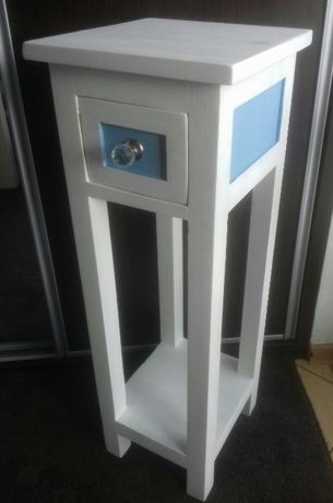 Odnowiona śliczna biała szafka z litego drewna - wysokość 81 cm