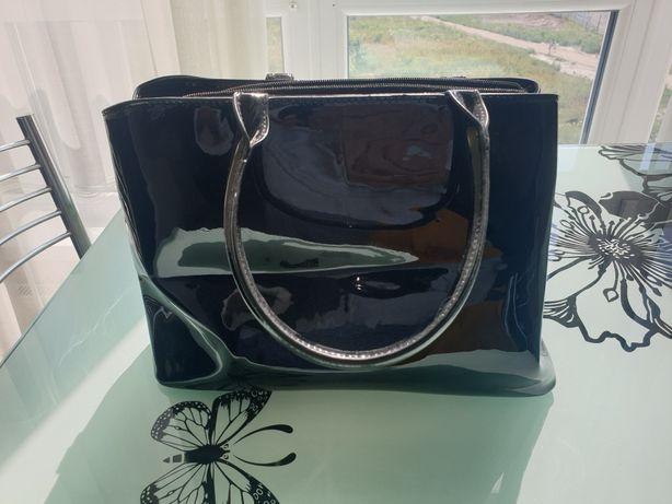 Продам новую черную лаковую женскую сумку