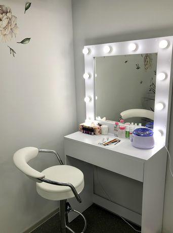 Гримерное зеркало для дома и салона. Стол для макияжа и визажа