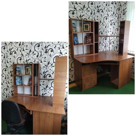Компьютерный стол+стул.