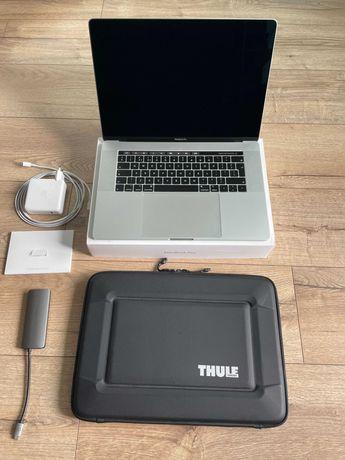 MacBook Pro 15 Silver 16GB RAM 256SSD 2018