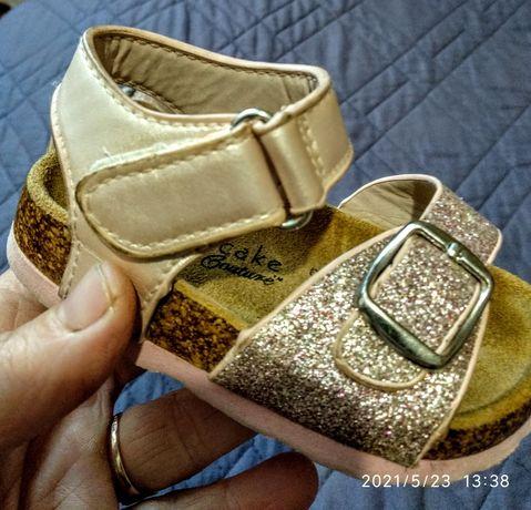 Продаю детские босоножки для маленькой принцесы