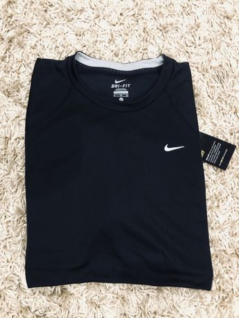 Новая оригинальная футболка Nike dri fit
