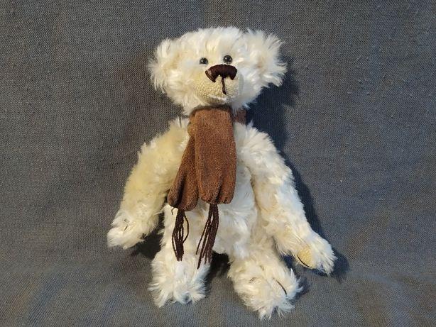 Медведь в шарфе сделано в Германия