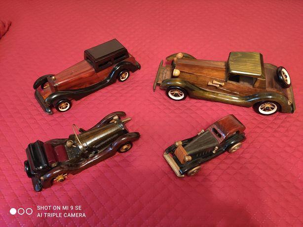 Conjunto de carros de coleção em madeira