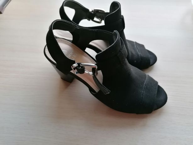 Buty, sandały na słupku r. 38