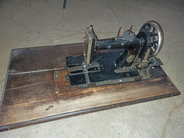 Maszyna zabytkowa Singer z blatem