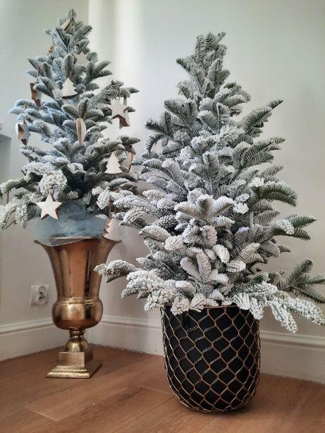 Choinka sztuczna święta -pokryta śniegiem