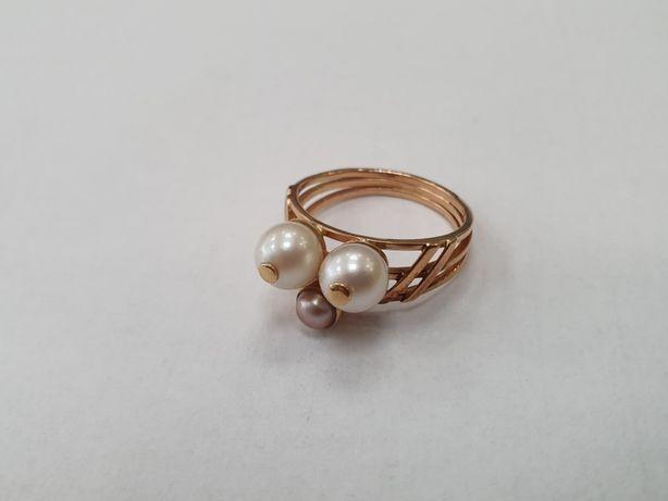 Przepiękny złoty pierścionek damski/ 585/ Perły/ 4.2 gram/ R16/ Gdynia