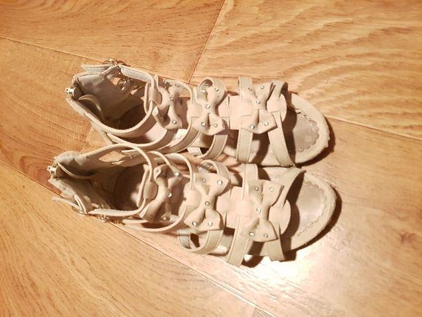 Sandałki bezowe