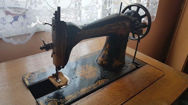 Maszyna do szycia SINGER z szafką.