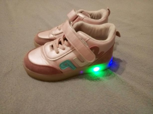 Кроссовки для девочки светящиеся