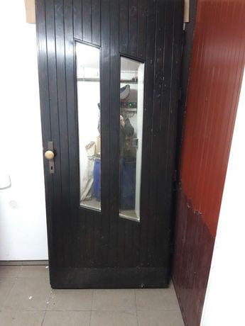 Drzwi zewnętrzne drewniane bez żadnych oklein robione