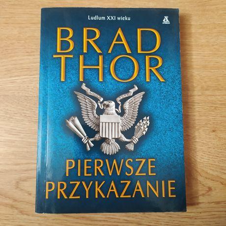 """Książka """"Pierwsze przykazanie"""" Brad Thor ludlum XXI wieku"""