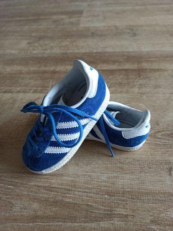 Buciki Adidas dla chłopca, rozmiar 21