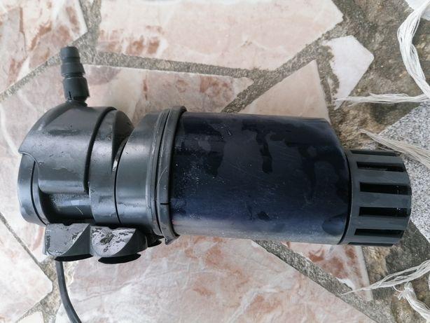 Bomba de Aquário impecável com sistema de filtragem pouco uso