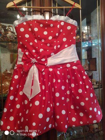 продам нарядное платье для девочки 8-10 лет