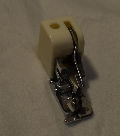 Stopka owerlokowa (overlockowa) z obcinaczem (nożem) do maszyny domow