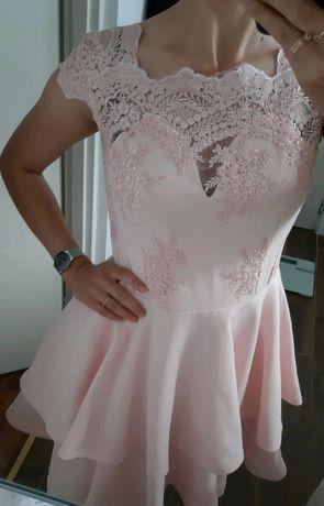 Rozkloszowana sukienka z koronką L pudrowy róż