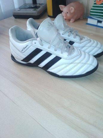 """Фирменные , кожаные кроссовки,, Adidas""""35 р."""