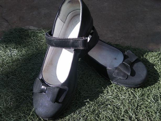 Кожаные туфли на девочку 500гр.